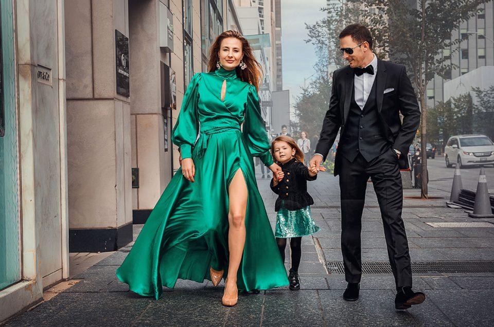 Gorgeous Family walk, downtown Toronto!